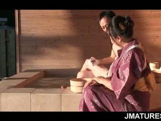 পুর্ণবয়স্ক জাপানী সার্টের সামনে মধ্যে mood জন্য একটি সূক্ষ্ম slick geisha পাছা