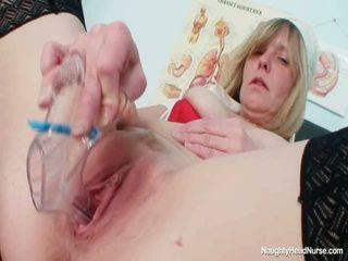 Blondi suuri tiainen milf leviäminen pillua onto gynekologisi tuoli