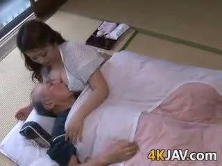 japonais, gros seins, vieux + jeune