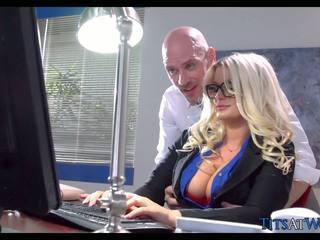 Чукане с thick блондинки секретар, безплатно порно 41