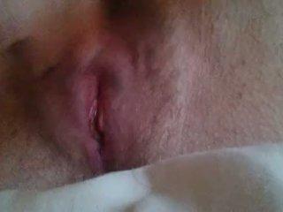 Dziewczyna masturbacja til ona comes blisko w górę