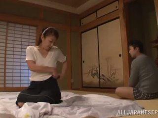 Ayano murasaki has unforgettably terbuat cinta till going untuk sofa