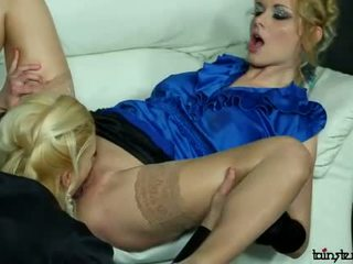 Sexy fully clothed lesben muschi licking