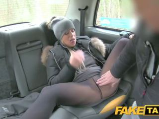 Fake taxi lady wants drivers kuk till hålla henne warm
