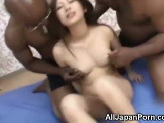 Japans tiener bende geneukt door blacks!