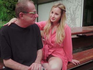 Teinit tytär perseestä varten disturbing vaihe vanha isä alkaen