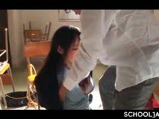 Ázsiai professor puts övé kemény fasz bele iskola lány száj