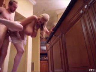 Kelly madison heats למעלה the מטבח עם שלה גדול פטמות