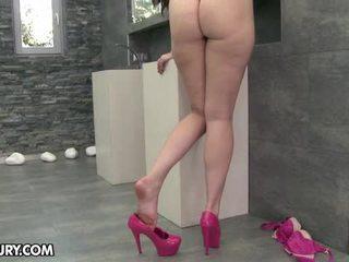ăn đôi chân của mình, tôn sùng chân, đôi chân sexy