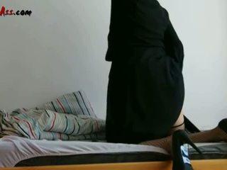 Niqab anal solo auf sofa