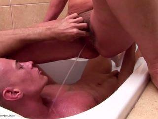 Ώριμος/η μαμά και γιαγιάδες piss και fucks νέος γιός: πορνό 85