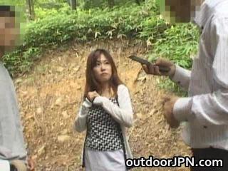 Amadora glamorous asiática miúda fodida ao ar livre