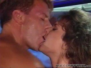 Rocco taking having jebanie sleaze dievča onto a bazén tabke a gives cumload