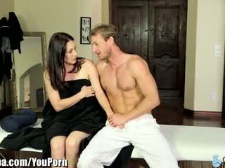 Curvy milf rayveness pacalit în futand masseur
