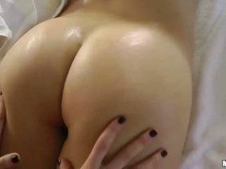 bruneta, erotické masáže, masáže izbu