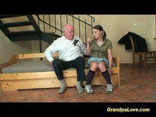 סבא ב אהבה עם צעיר נוער