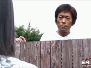Reusachtig boezem japans meisje volgende deur hanna tied en mees geneukt