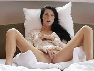 Dulce fata margot masturbates ei pasarica