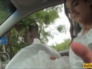 Runaway bruid amirah adara pounded met stranger in een auto