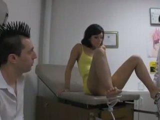 Brunette babe audrianna engel takes een double dokter piemel juicing in haar gezicht