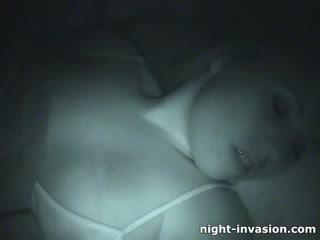 Bigtit zoçkë fingered në gjumë