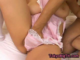 बस्टी जपानीस लड़कियां में हॉट threesom