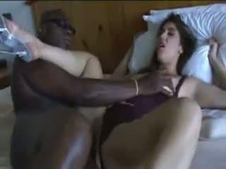 Infiel esposa gets follada por su negra lover en cama.