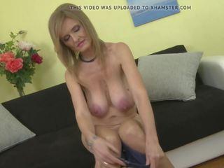 Pieauguša princese māte ar super liels saggy bumbulīši: bezmaksas porno e2
