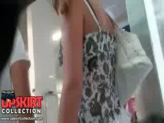 Các turning trên phim filled với các chặt chẽ lợi phẩm fucking fucking quần short và cũng sexy lên váy cảnh