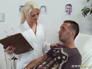 Netīras ārsts alexis ford gives šī pacients a pārbaude augšup
