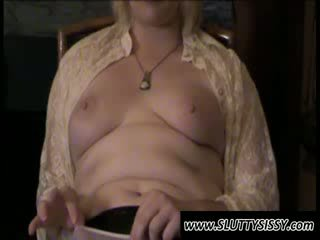 Blondie crossdresser alice mostrando mamas