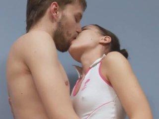 Portugais couple baise sur une sol