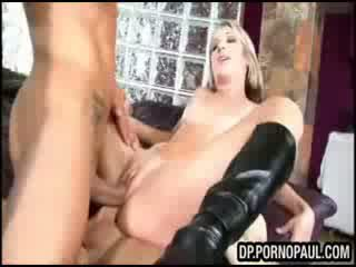 Blond takes eerste double penetration