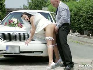 Hier cums de bruid