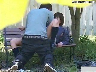 Uzbudinātas japānieši pāris sekss uz park.