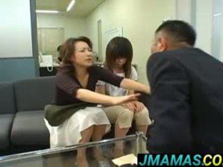 Miki yoshii và mẹ mouths fucked lược qua men