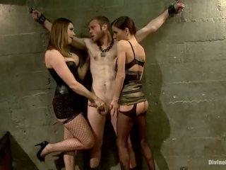 Oustanding meat bâton dude dominated en dame domination et pegging performance par 3 nymphs