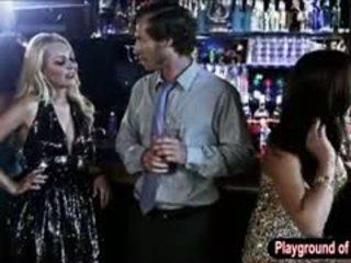 Sexy bjonde vogëlushe aaliyah dashuria qirje një nerd në the klub