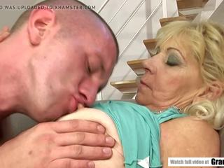 Saggy titted oma fucks een younger guy, porno 56