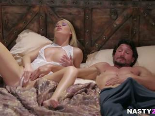 Blond babe og henne trinn pappa - abby krysse: gratis hd porno 5e