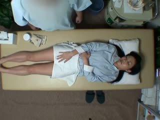 Spycam reluctant vaimo seduced mukaan masseur