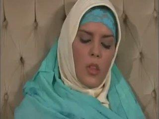 Arab muslim con bello tette gets scopata doggy stile