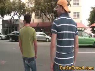 Homo jonge homo sucks op de straat en neuken op de publiek water closets 3 door outincrowd