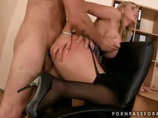Bawdy sexig boobed tanya tate gets henne mun jizzed bara liknande hon asked för