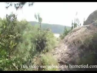 Молодий недосвідчена дика ебать в той час як mountain hiking