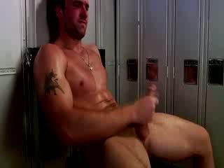 Handsome muscular jock masturbándose