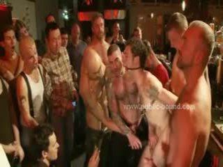 Chaps парти придобие а гей секс роб тласък с груб мръсен див група секс