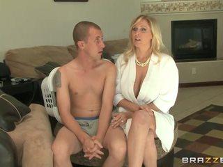 Booby mammīte julia ann gives vadītājs un jāšanās