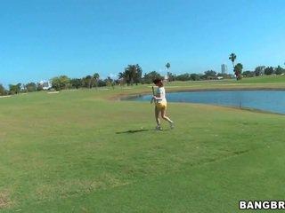 Golfing rūdmataina mammīte iekšā kustība