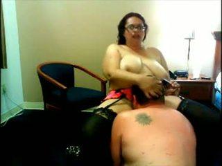Neglītas resnas paklīdusi sieviete vebkāmera